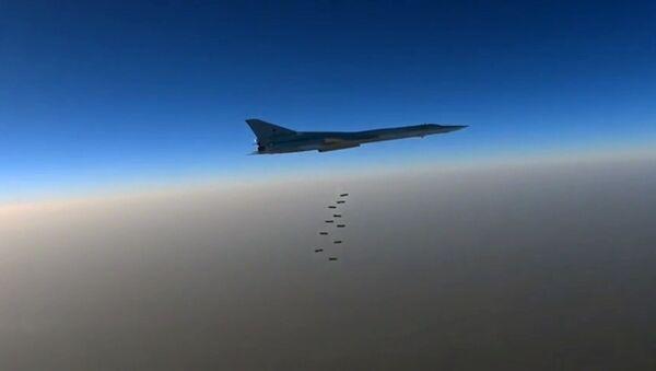 Bombowiec Sił Powietrzno-Kosmicznych Rosji Тu-22M3 w Syrii - Sputnik Polska