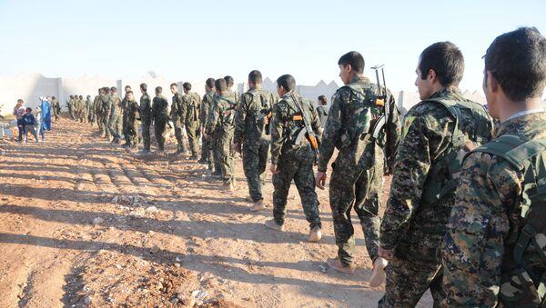 Żołnierze Demokratycznych Sił Syrii niedaleko Al-Rakki - Sputnik Polska
