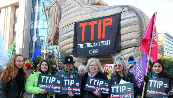 Jedna z akcji protestacyjnych przeciwko TTIP - Sputnik Polska