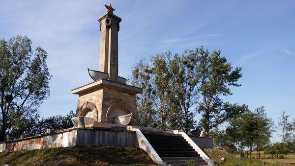 Remont pomnika w Mikolinie - Sputnik Polska