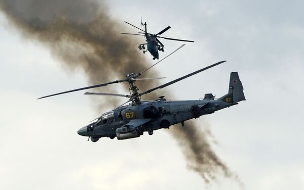 """Śmigłowce wsparcia bojowego Ka-52 """"Aligator"""" podczas pokazowych ćwiczeń w Kubince. - Sputnik Polska"""
