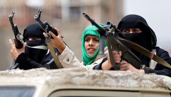 Uzbrojone kobiety-husytki na paradzie w Sanie, Jemen - Sputnik Polska