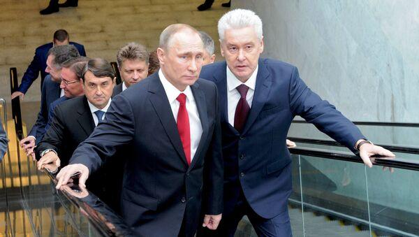 Prezydent Rosji Władimir Putin i mer Moskwy Siergiej Sobianin podczas otwarcia MCK w rosyjskiej stolicy - Sputnik Polska