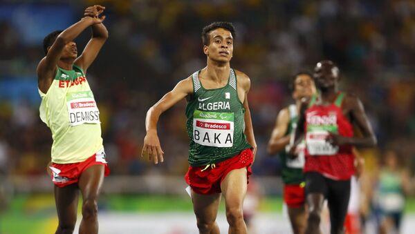 Etiopski biegacz Tamiru Demisse i algierski biegacz Abdellatif Baka na Paraolimpiadzie 2016 w Rio - Sputnik Polska