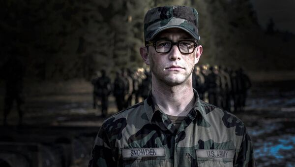 Kadr z filmu Snowden Olivera Stone'a - Sputnik Polska