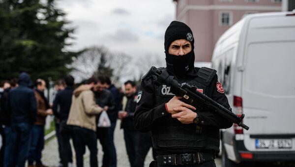 Turecki policjant w Stambule - Sputnik Polska