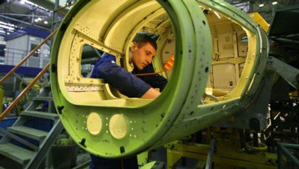 """Montaż szkoleniowo-bojowych samolotów Jak-130 w Irkuckich Zakładach Lotniczych korporacji """"Irkut"""" - Sputnik Polska"""