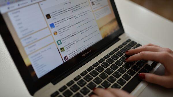 Strona Twitter na ekranie laptopa - Sputnik Polska