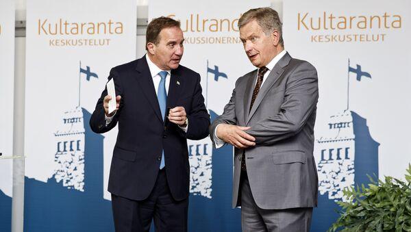 Prezydent Finlandii Sauli Niinisto z premierem Szwecji Stefanem Lofvenem (z lewej strony) - Sputnik Polska