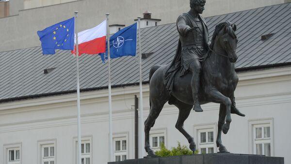 Pomnik Józefa Poniatowskiego przed rezydencją prezydenta Polski w Warszawie - Sputnik Polska