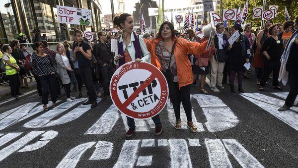 Akcje protestacyjne TTIP i CETA w Brukseli - Sputnik Polska