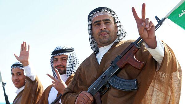 Irańscy Arabowie, członkowie irańskiej ochotniczej policji paramilitarnej na paradzie w Teheranie - Sputnik Polska