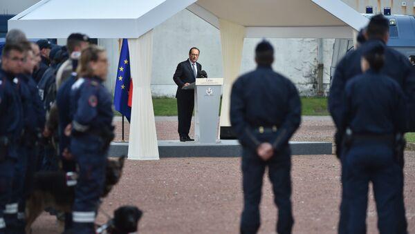 Wizyta prezydenta Francji Francoisa Hollande'a w Calais - Sputnik Polska