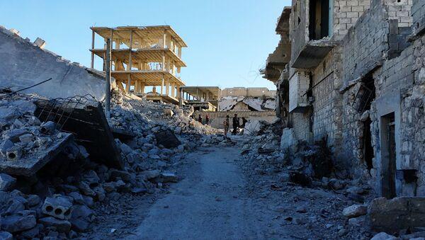 Powstańcy w wyzwolonym obozie palestyńskich uchodźców Handarat na północnym wschodzie Aleppo - Sputnik Polska