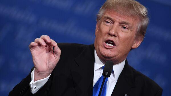 Kandydat na urząd prezydenta USA Donald Trump podczas debaty w Nowym Jorku - Sputnik Polska