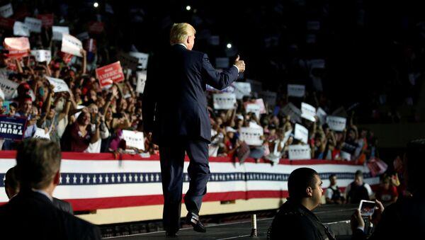 Donald Trump podczas debaty w Nowym Jorku - Sputnik Polska