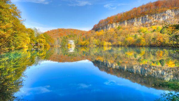 Jezioro Błękitne w Kabardo-Bałkarii - Sputnik Polska