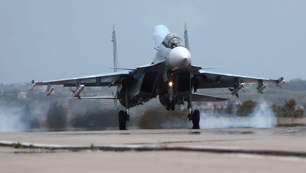 Rosyjski Su-30 w bazie Hmeimim w Syrii. - Sputnik Polska
