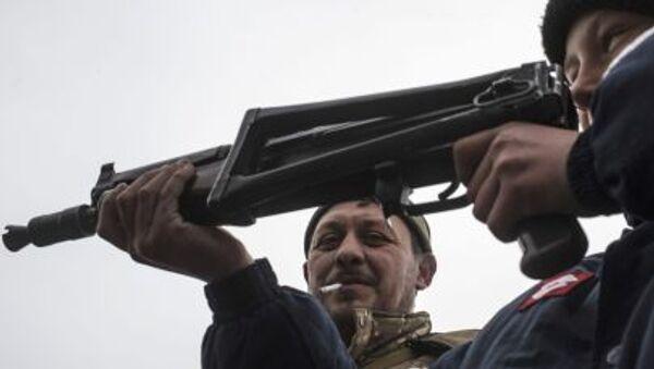 Chłopiec z karabinem maszynowym, wschodnia Ukraina - Sputnik Polska