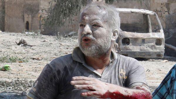 Ranny podczas nalotu mieszkaniec Aleppo - Sputnik Polska