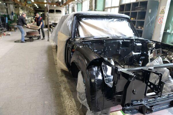 Warsztat konserwacji zabytkowych luksusowych samochodów w AMO ZiŁ - Sputnik Polska