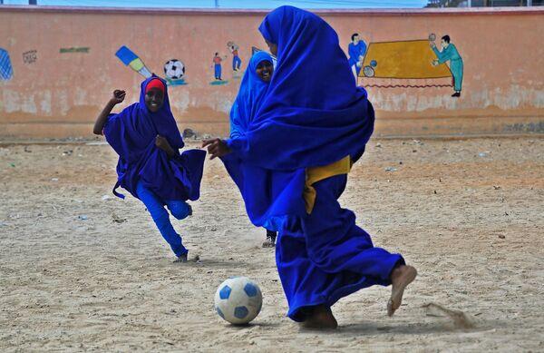 Uczennice w Somalii grają w piłkę - Sputnik Polska