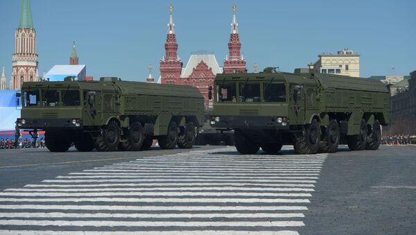 Iskander-M to system rakiet taktycznych, których zasięg wynosi 500-700 km - Sputnik Polska