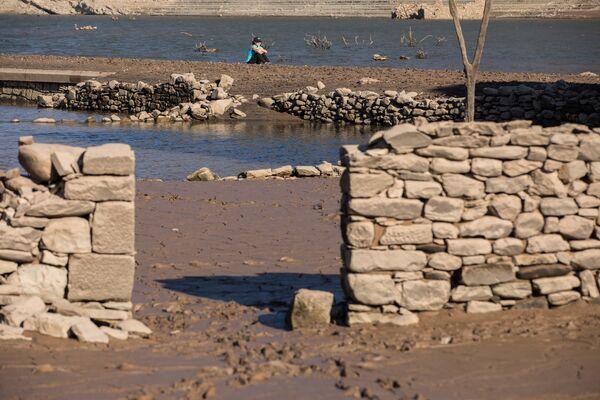 Po jakimś czasie, kiedy poziom wody się obniżył, ruiny Mansilla de la Sierra i innych miejscowości wyjrzały spod wód. - Sputnik Polska