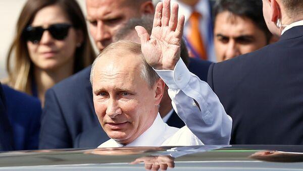 Rosyjski prezydent Władimir Putin na lotnisku w Stambule. 10 października 2016 roku - Sputnik Polska