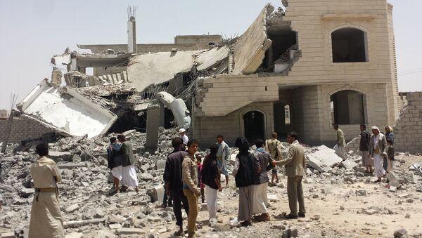 Zniszczone w wyniku nalotów Arabii Saudyjskiej budynki w Sanie, Jemen - Sputnik Polska