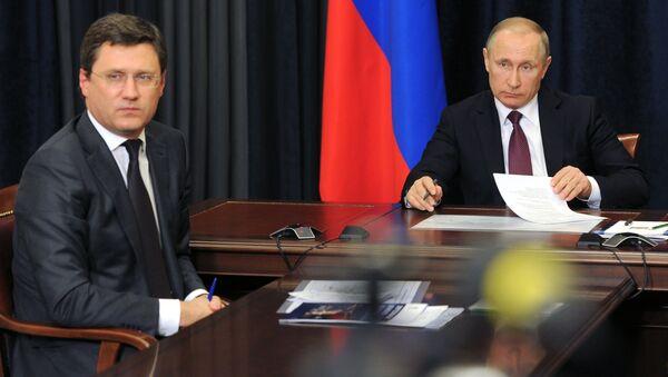 Minister energetyki Rosji Aleksander Nowak i prezydent Władimir Putin - Sputnik Polska