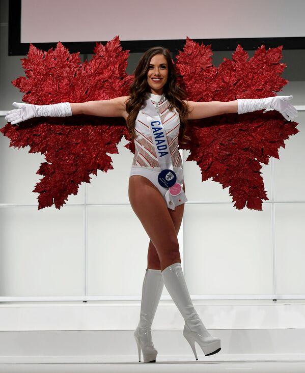 Miss Kanady Amber Bernachi podczas konkursu Miss International Beauty Pageant 2016 w Tokio - Sputnik Polska