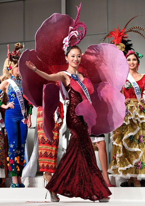 Miss Singapuru Huiqi Wang podczas konkursu Miss International Beauty Pageant 2016 w Tokio - Sputnik Polska