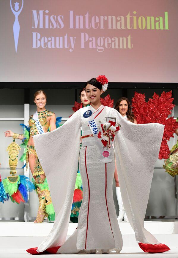 Miss Japonii Junna Yamagata podczas konkursu Miss International Beauty Pageant 2016 w Tokio - Sputnik Polska