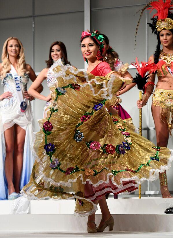 Miss Meksyku Maria Geraldine Ponce Mendez podczas konkursu Miss International Beauty Pageant 2016 w Tokio - Sputnik Polska
