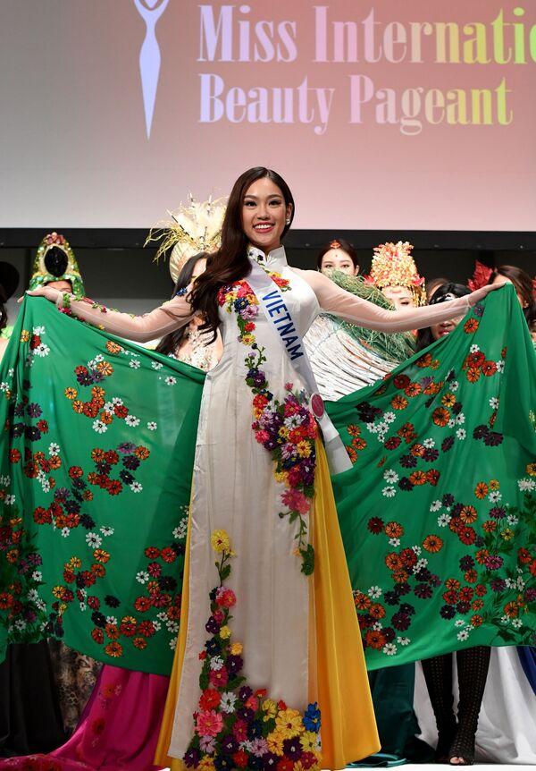 Miss Wietnamu podczas konkursu Miss International Beauty Pageant 2016 w Tokio - Sputnik Polska