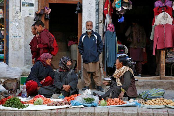 Sprzedawczyni warzyw w mieście Leh, Himalaje - Sputnik Polska