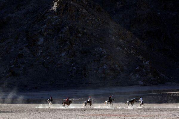 Gra w polo, Ladakh, Himalaje - Sputnik Polska