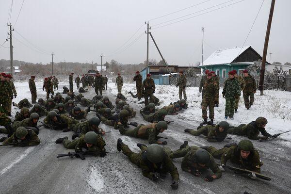 Trzy uwagi i żołnierz traci prawo do dalszych testów, dlatego tu walczą nie tylko o siebie, ale i o współtowarzyszy. - Sputnik Polska