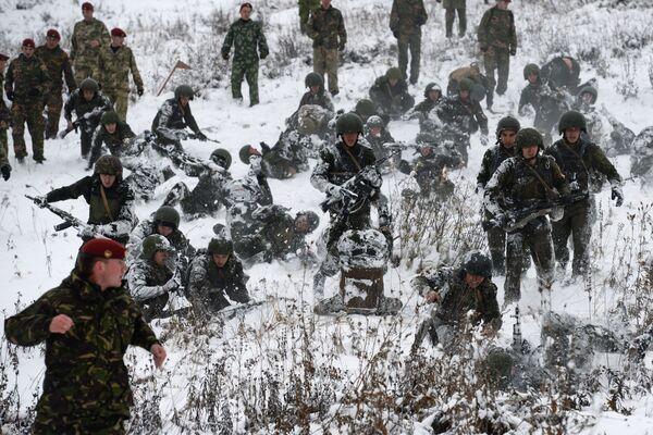 W różnych państwach testy na prawo noszenia czerwonego beretu mogą się różnić, ale sens jest zawsze ten sam: żołnierz powinien wytrzymać obciążenie fizyczne i psychologiczne na granicy ludzkich możliwości. - Sputnik Polska