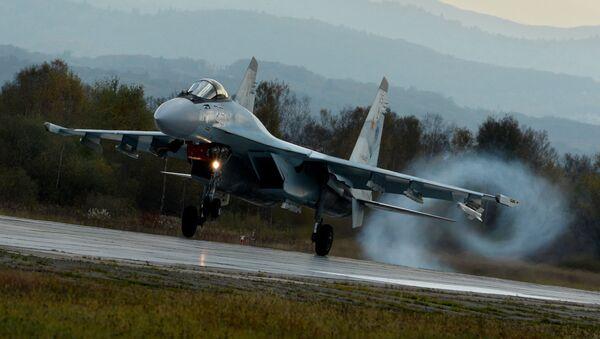Podczas szkolenia lotnicy ćwiczyli umiejętności powietrznej nawigacji, trudnego pilotażu, a także bojowe zastosowanie uzbrojenia rakietowo-armatniego - Sputnik Polska