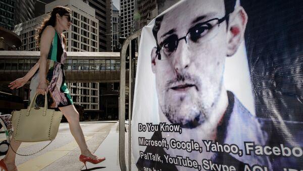 Baner z wizerunkiem Edwarda Snowdena - Sputnik Polska