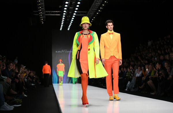 Pokaz kolekcji SLAVA ZAITSEV w ramach Mercedes-Benz Fashion Week w Moskwie - Sputnik Polska