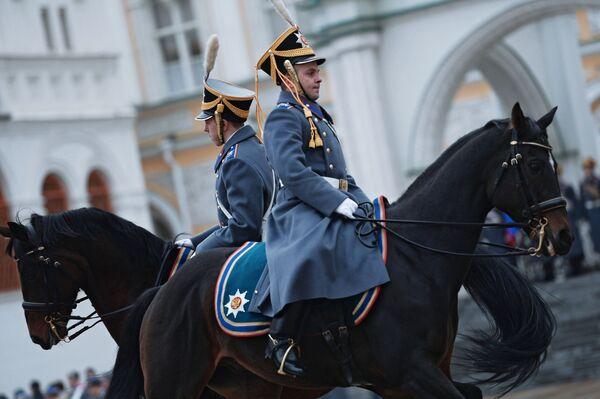 W tym sezonie tradycyjne elementy ceremonii zmiany warty uzupełniono o kilka nowych elementów. - Sputnik Polska