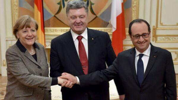 Prezydent Ukrainy Petro Poroszenko, kanclerz Niemiec Angela Merkel i prezydent Francji Francois Hollande - Sputnik Polska