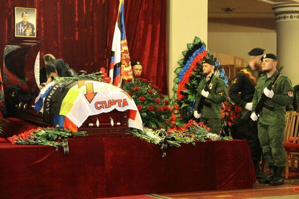 W ceremonii pogrzebowej uczestniczyła warta honorowa i przedstawiciele dowództwa sił DRL. - Sputnik Polska