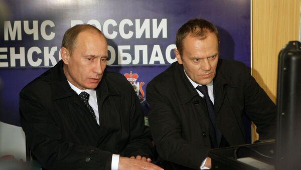 Władimir Putin i Donald Tusk w  Smoleńsku - Sputnik Polska