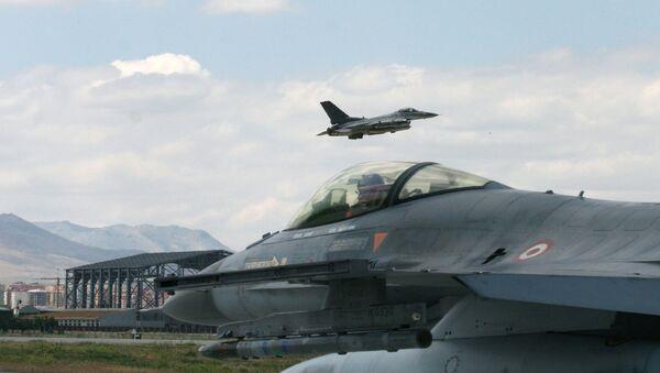 Myśliwce F-16 tureckich sił powietrznych - Sputnik Polska