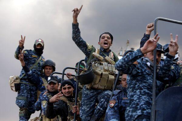Bojownicy Sił Zbrojnych Iraku podczas operacji wyzwolenia Mosulu - Sputnik Polska