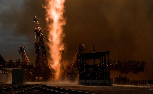 Start rakiety nośnej Sojuz-FG ze statkiem pilotowanym Sojuz MS-02 z kosmodromu Bajkonur - Sputnik Polska